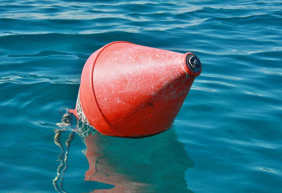 Broken buoy at Tratica anchorage