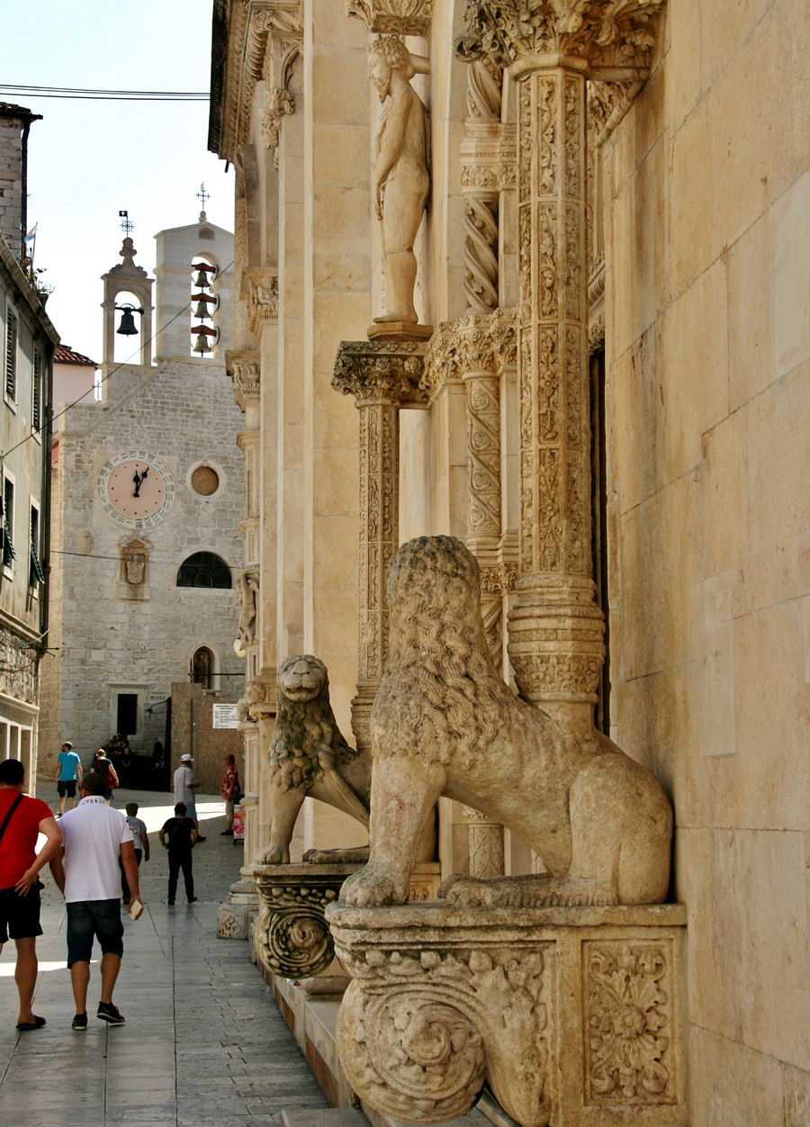 Sibenik lion outside