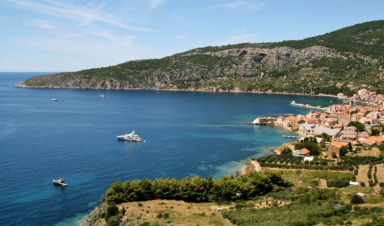 Komiza harbour on VIS